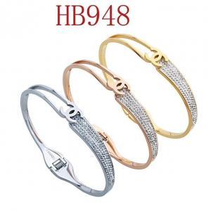 香家 雙C 一半鑲鑽一半鏤空手環HB948