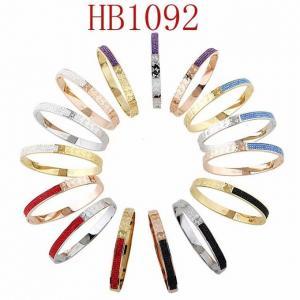 LV 新款 半字母LOGO 半鑲彩鑽手鐲HB1092