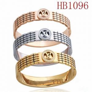 LV 圓鑲鑽字母logo手鐲HB1096